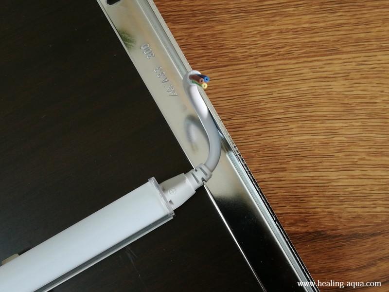 器具一体型のLED蛍光灯20wを取り付け作業-6配線コード