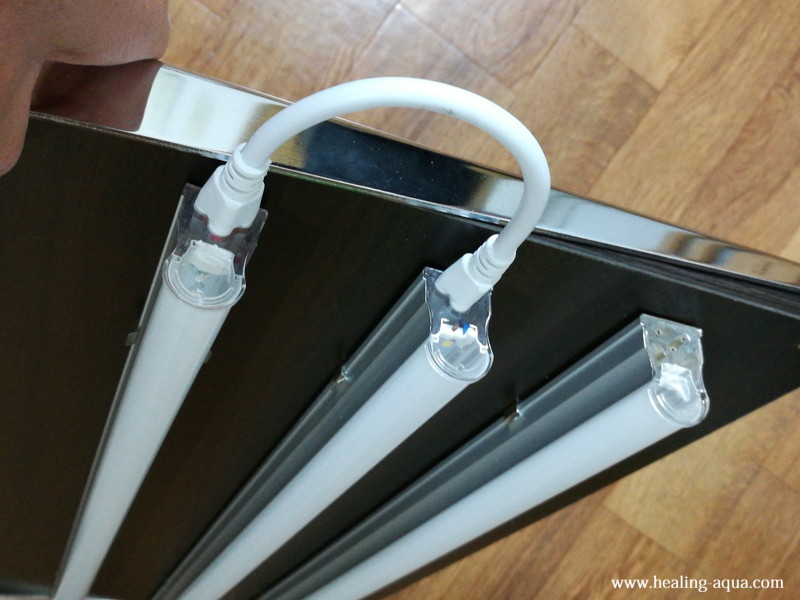 器具一体型直管LED蛍光灯連結の方法
