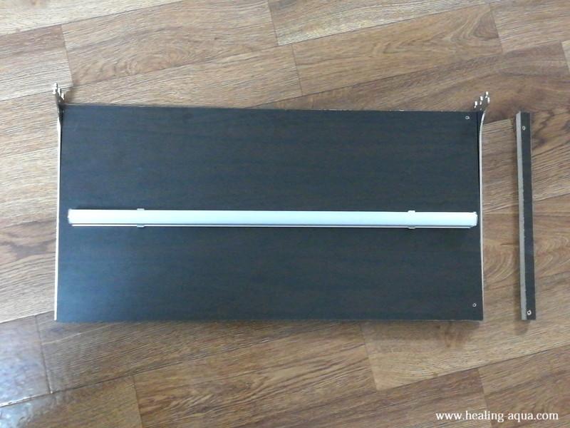 器具一体型直管LED蛍光灯取り付け板切断完了