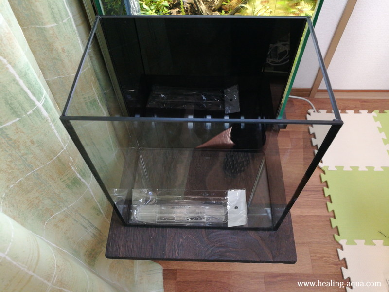 25cm水槽台完成空の水槽を置いてみる前から見る