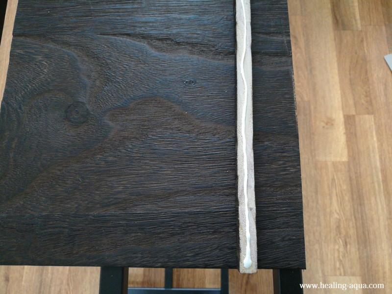 細い木(補強板)の取り付け