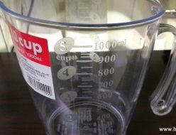 1L計量カップでメダカの卵を孵す