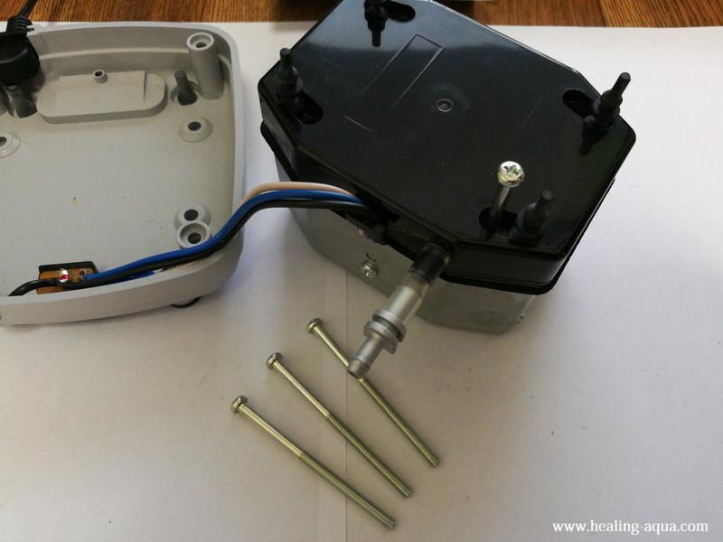 ハイブローC-8000振動子ブロックの入っているBOXの蓋のビスを外す