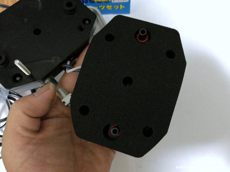 ハイブローC-8000ヨークパッキンを振動子ブロックの上に乗せる