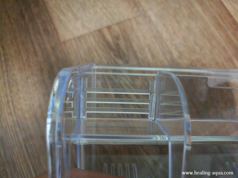 サテライト外掛式飼育ボックスの部品:排水スリット(太枠)