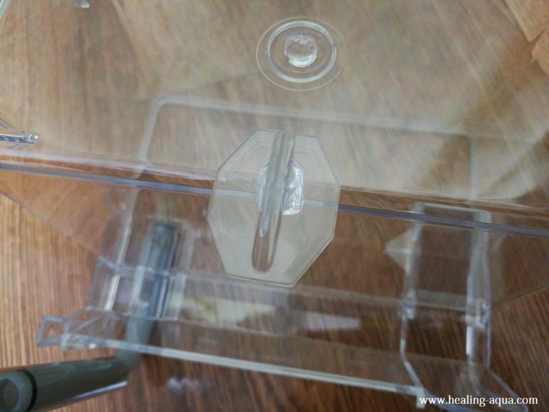 サテライト外掛式飼育ボックス:パラレルアジャスターを取り付け