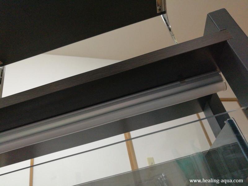 2階建て水槽台1階部分に照明を取り付け