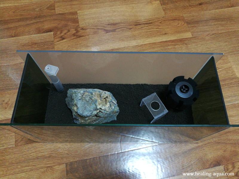ブラック(黒白)ビーシュリンプ用水槽立ち上げ用品配置完了
