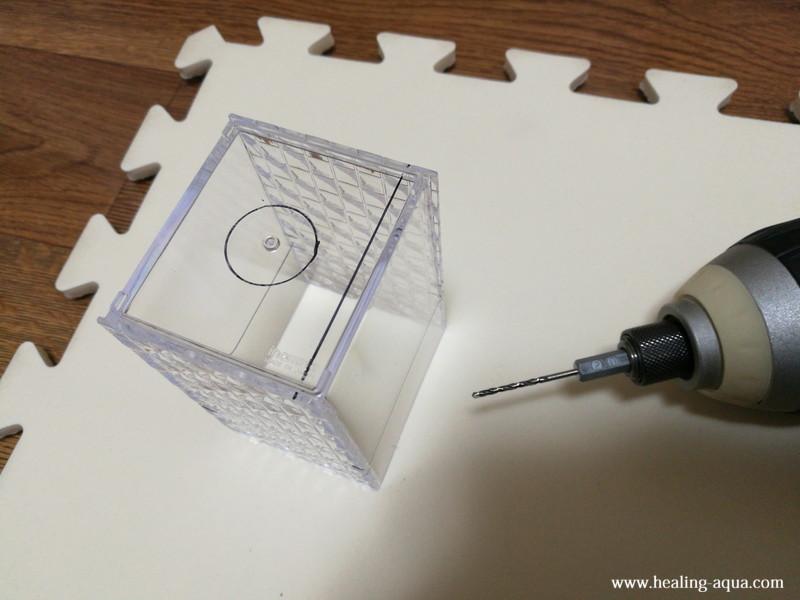 プラスチックケースに2mmの穴をあける