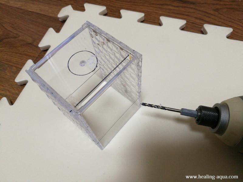 プラスチックケースに3mmの穴をあける