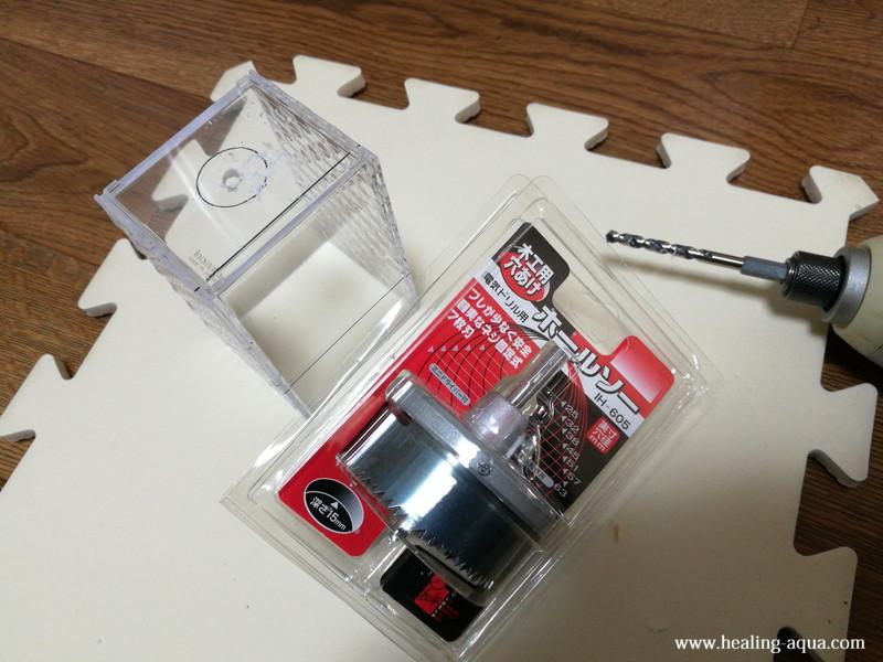プラスチックケースにホールソーで25mmの穴をあける