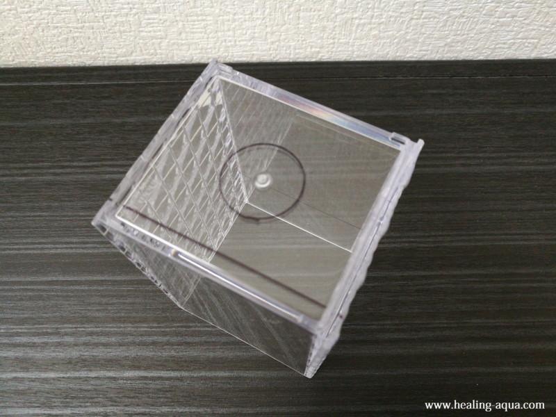 切断する場所を書いたプラスチックケース