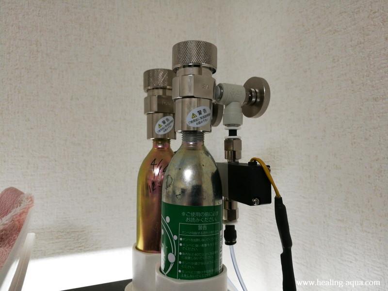 水槽の上の棚に設置したCO2機器